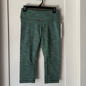 NEW Lululemon Wunder Under Crop size 8
